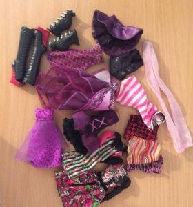 Одежда и аксессуары от кукол Monster High