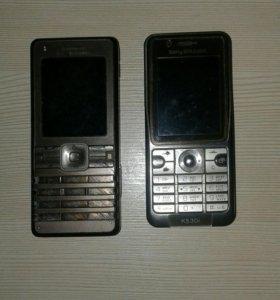 Два телефона.