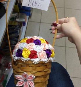 Корзина с цветами из атласных лент ручная работа