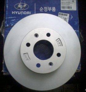 Тормозные диски передние 2 шт. 517121G000 Оригинал. HYUNDAI Accent (06-),Getz,i20,KIA Rio (05-)