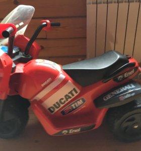 Электромобиль Peg Perego DUCATI красный