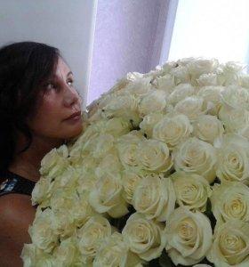 101 белая роза в упаковке собранная