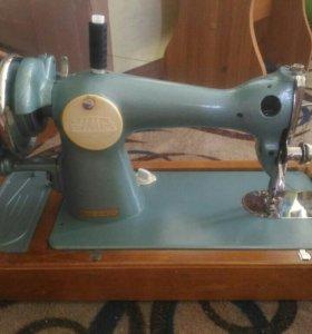 Швейные машинки.2 шт.