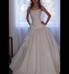 Красивое платье для изящной невесты