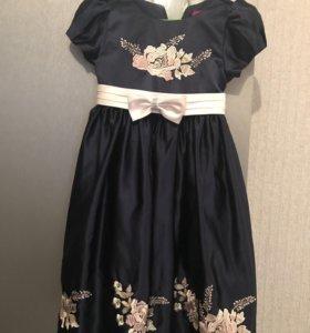 Продаю нарядное платье для девочки