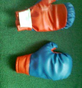 Боксерские перчатки 18 февраля 2017 года.