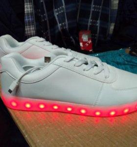 Кроссовки световые