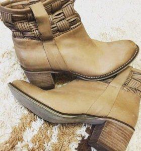 Кожаные ботинки.