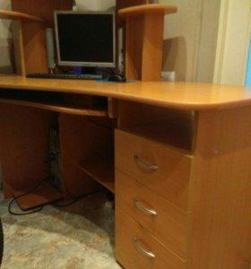 Два компьютерных стола разного цвета!