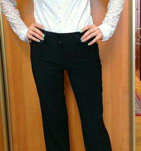 Белая блузка с кружевные рукавами