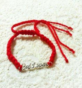 Браслеты из красной шестяной нити.
