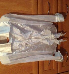 Продаю белую блузку на девочку