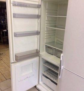 Двухкамерный холодильник марки HP Ariston