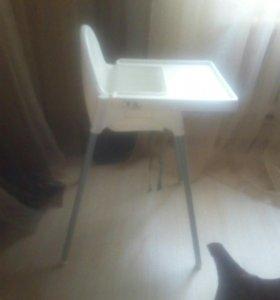 Детский столик для кормления.