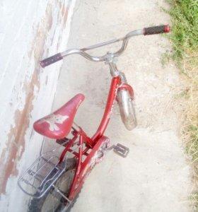 Детский велосипед. Ребёнок вырос