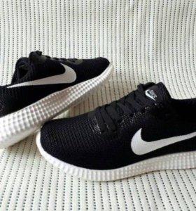 Кроссовки Nike, новые, размеры 41,42.