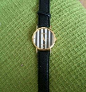 Часы 2 шт