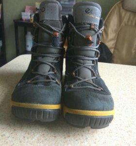 Замшевые,зимосезонные ботинки Ecco