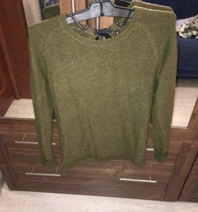 Зелёный свитер с чёрным бантом
