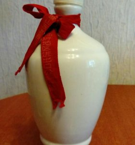 Керамическая бутылка из - под китайской водки