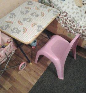 Столик и стул