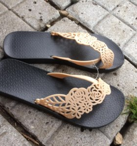 Обувь-сланцы