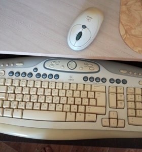 Комплект беспроводной клавиатура и мышь Logitech.