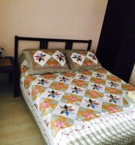 двухспальная кровать с матрасом