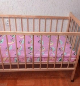 детская кроватка и матрас