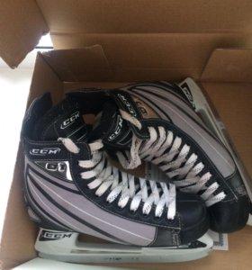 Хоккейные коньки CCM 01