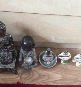 Статуэтки Будды.