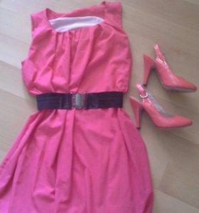 Кораловое платье и босоножки