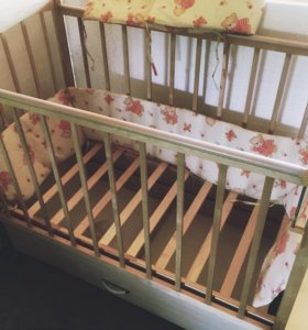 Детская кроватка-маятник с матрасом