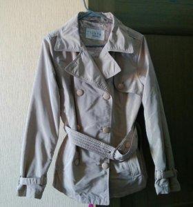 Куртка на тонком синтепоне.