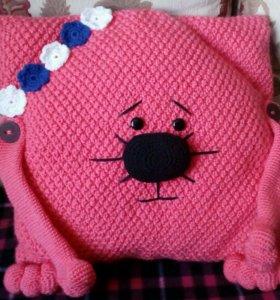 Подушка вязанная, подушка-игрушка