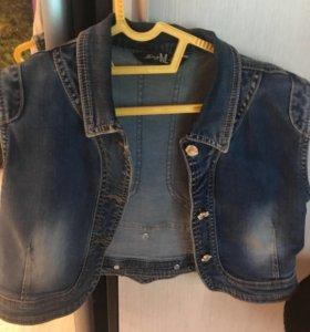 Жилетке джинсовая , короткая