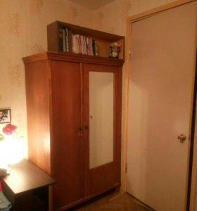 СРОЧНО!!! Шкаф с зеркалом и замком (винтаж)