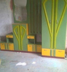 Шкаф, зеркало, тумбочки из сосны