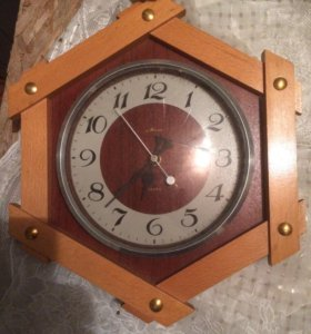 Настенные часы! Сделаны в СССР, сделаны из дерева.