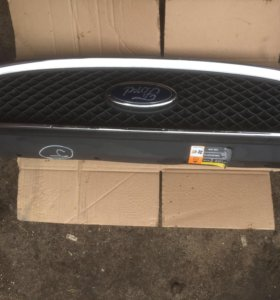 Решетка радиатора Ford C-MAX 2003-2007г