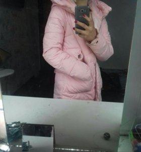 Зимняя куртка-пуховик.