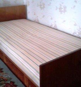 односпальная кровать с матрацем