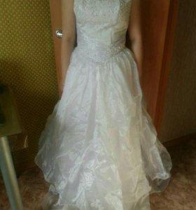 Платье свадебное , есть перчатки