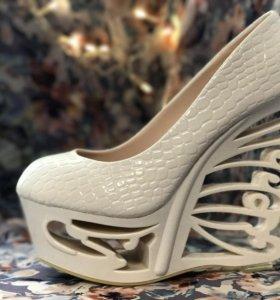 Туфли с очень красивыми платформами 🦋