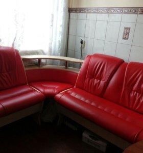 Продам кухонный диванчик угловой