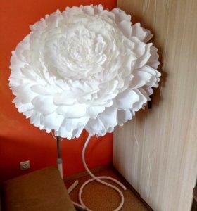 Гигантский большой цветок