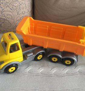 Машина-грузовик игрушка