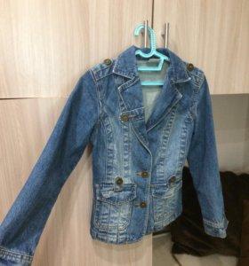 Джинсовая куртка  на 10-14 лет
