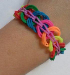 Яркий, красивый браслет из резиночек
