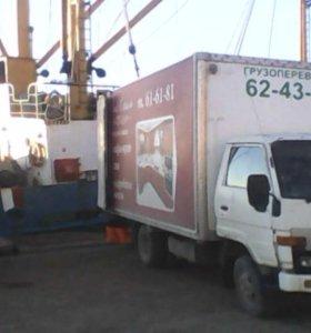 Грузы возит грузовик - он лениться не привык.